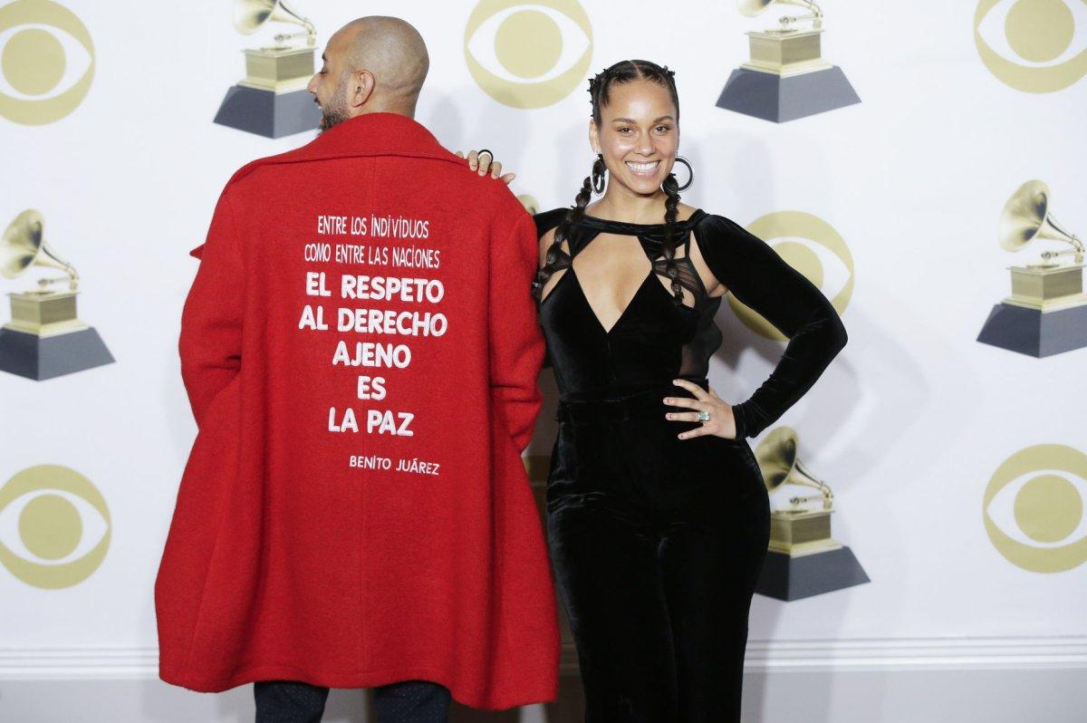 Alicia Keys Swizz Beatz Dazzle At 2018 Grammy Awards
