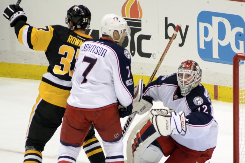 Pittsburgh Penguins top Columbus Blue Jackets, solidify hold on ...