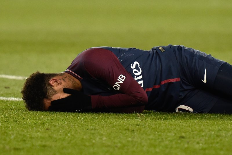 Watch PSGs Neymar Stretchered Off May Miss Real Madrid