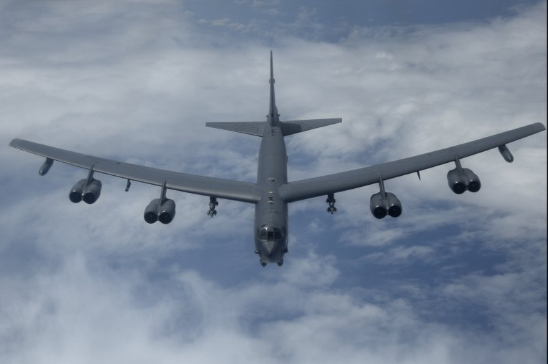 Boeing receives 400m contract to keep b 1 b 52 bombers for B b contract