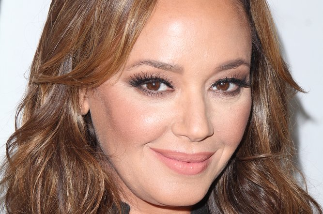 Leah Remini Thinks Tom Cruise Indoctrinated Katie Holmes