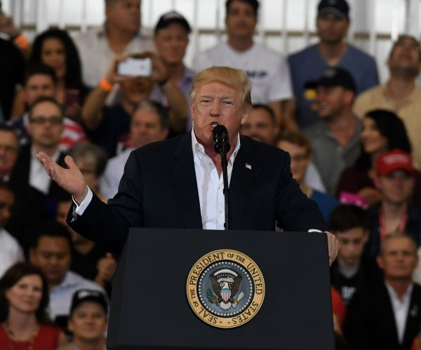 In campaign rally, Trump attacks media, immigration decision