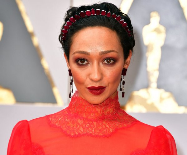Ruth Negga, Felicity Jones are early arrivals on the Oscars red carpet