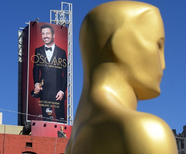 Jimmy Kimmel buries hatchet with Matt Damon in Oscars monologue