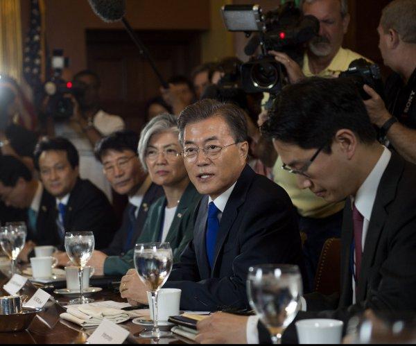 Trump, Moon summit faces 'no good options' on North Korea