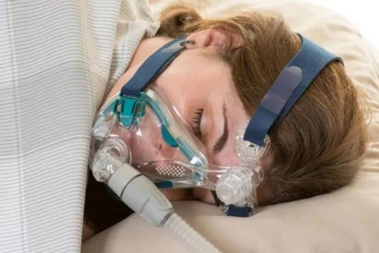CPAP provides patients with mild levels of air pressure through a mask to keep their throat open during sleep. Photo courtesy of HealthDay