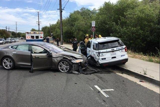 Self-driving Tesla car crashes in same California location