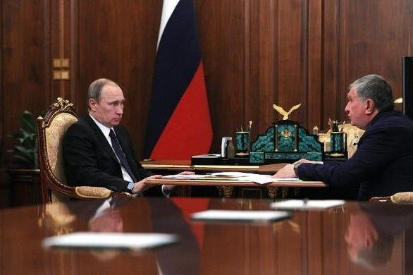 Russian President Vladimir Putin (L) hears 2016 investment plans from the director of state oil company Rosneft. Photo courtesy of the Office of the Russian President