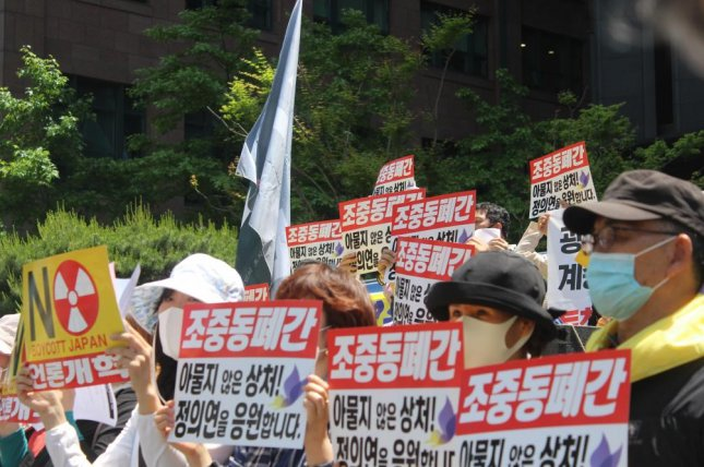 Activists protest local newspapers that have published stories about Yoon Mi-hyang of the Korean Council for Justice and Remembrance for the Issues of Military Sexual Slavery outside the Japanese Embassy in Seoul on Wednesday. Photo by Elizabeth Shim/UPI