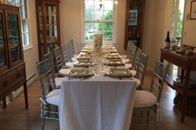Many Americans plan to ignore COVID-19 guidelines for holiday gatherings, a new survey has found. Photo by roxanabowgen/Pixabay