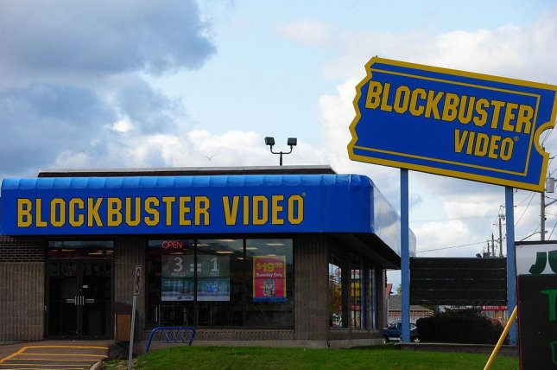 Blockbuster closes last remaining US stores