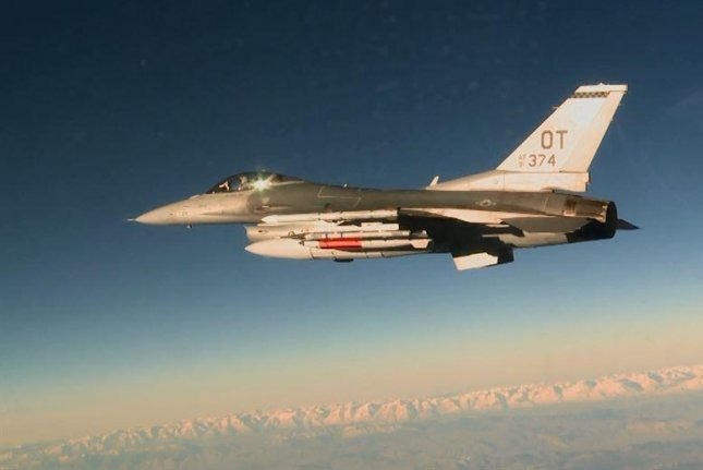 An U.S. Air Force F-16C has shown its capability to drop an upgraded version of the B-61 nuclear bomb. Photo by Staff Sgt. Brandi Hansen/U.S. Air Force
