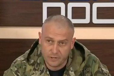 Dmytro Yarosh, featured, is the leader of Right Sector, a rightwing party in Ukraine. On Tuesday, Yarosh spoke to thousands of supporters to protest against government policies. He also called for a no-confidence vote on the government. File photo: 'TOP NEWS - Press conference by Yarosh news channels TOP NEWS;' WikiCommons