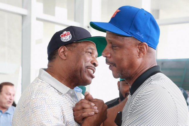 Davie Winfield and Darryl Strawberry were part of a group Monday in Miami that presented a $200,000 check to the Jackie Robinson Foundation. Photo courtesy of New Era
