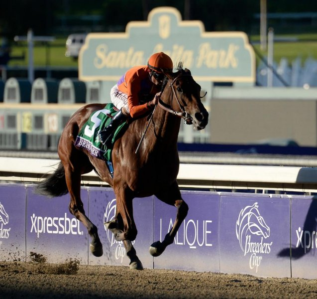 Beholder, seen winning last year's Breeders' Cup Distaff, is primed for a repeat after a weekend win. (Breeders' Cup photo)
