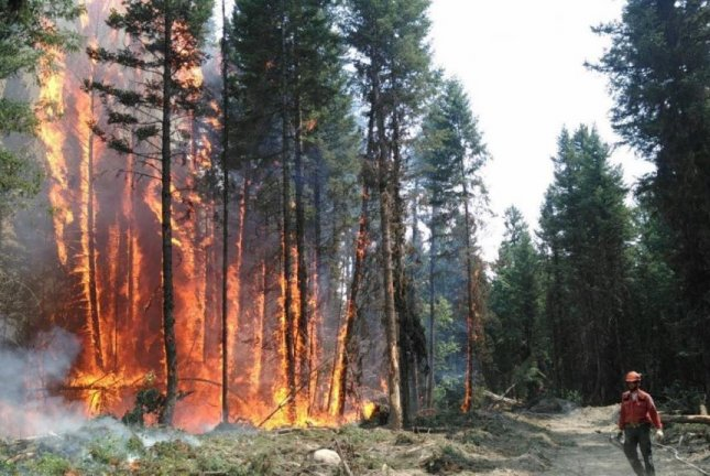 Wildfires: Thousands evacuated from homes across western U.S., Canada