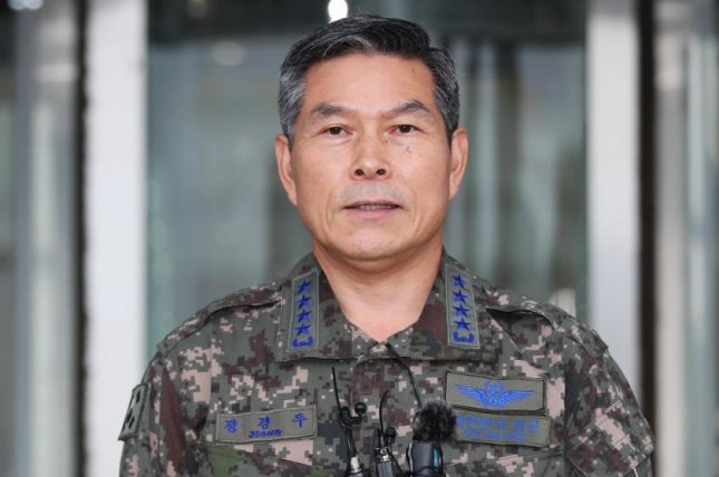 South Korean Defense Minister Jeong Kyeong-doo met with the head of U.S. Forces Korea Gen. Robert Abrams on Monday. File Photo by Yonhap