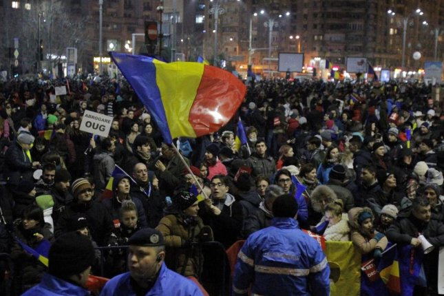 Hundreds of Thousands Protest Left-Wing Corruption in Romania