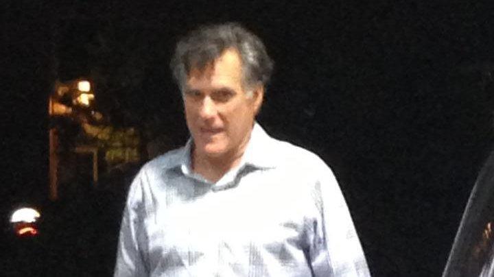 Mitt Romney pumps his own gas in post-election Reddit photo - UPI com