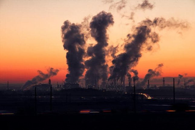 Women who were exposed to higher levels of fine particle air pollution had more Alzheimer's-like changes in brain structure and greater memory declines than those with less exposure to such pollution, a new study found. Photo by Ralf Vetterle/Pixabay