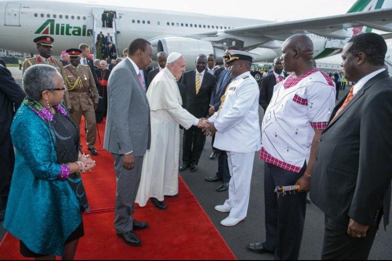 Pope Francis is greeted by Kenyan President Uhuru Kenyatta at Nairobi's Jomo Kenyatta International Airport. Photo courtesy of first lady of Kenya Margaret Gakuo Kenyatta