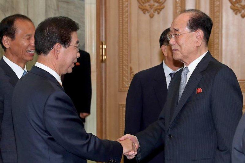 South Korean Seoul Mayor Park Won-soon (L) visits Pyongyang, North Korea, in September. File Pool Photo by Pyongyang Press Corps/EPA-EFE