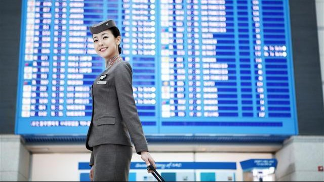 Flight attendant pants fight: Asiana Airlines flight attendants battle no-pants rule