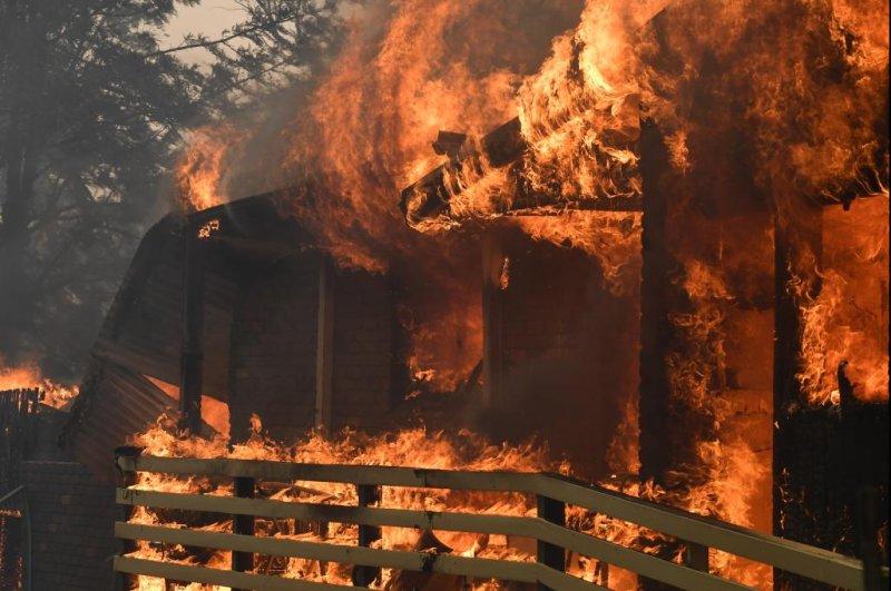 Katastrofalni požar u Australiji - Page 3 Premier-declares-state-of-emergency-in-NSW-over-Australian-bushfires
