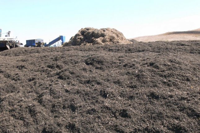 The U.S. Composting Council hopes some of the many tons of recalled romaine lettuce will make their way to composting facilities rather than landfills. Photo byCkgurney/Wikimedia Commons