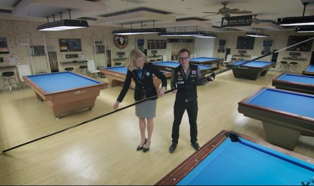 Watch Billiards Expert Makes Worlds Largest Pool Cue UPIcom - Guinness pool table