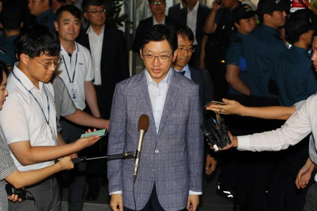 South Gyeongsang Province Gov. Kim Kyoung-soo leaves the special counsel's office in Seoul on Aug. 7,, after undergoing questioning over alleged involvement in a massive manipulation of online political comments by a power blogger. Photo by Yonhap