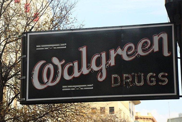An old Walgreen sign still in use in San Antonio, Texas. (CC:Theopolisme)
