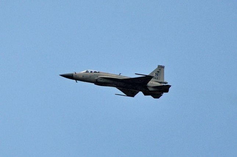 Pakistan, China building JF-17B prototype