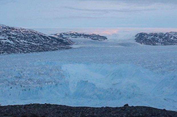 Iceberg breaks off glacier in Greenland