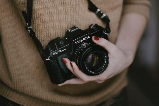 A wealthy British family is seeking a photographer to make $100,000 traveling with them for a year. Photo by Free-Photos/Pixabay.com
