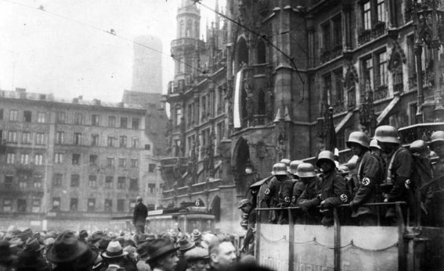 View of the Marienplatz in Munich during the Beer Hall Putsch, Adolf Hitler's failed coup attempt against Germany's Weimar Republic government. File Photo by Bundesarchiv