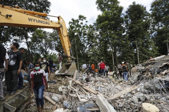Indonesian rescuers use an excavator to search for victims after an earthquake struck Pidie Jaya district in Aceh, Indonesia, around 5 a.m. on Wednesday. At least 25 people were killed as a 6.5-magnitude quake. Several aftershocks were felt, but no tsunami alert was issued by officials afterward. Photo by Hotli Simanjuntak/European Pressphoto Agency