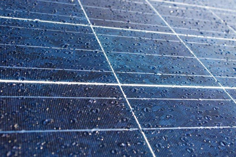 Graphene Layer Lets Solar Panels Generate Energy In Rain