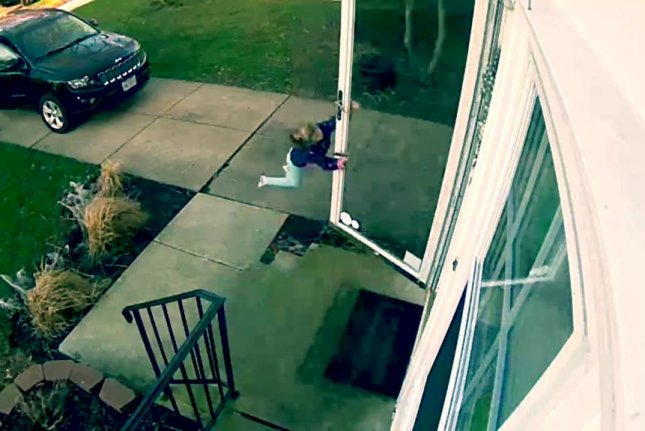 Wind gust sends girl flying off OH  porch