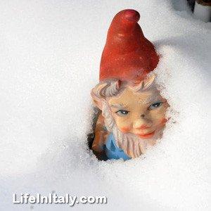 Garden gnome replaces stolen Virgin Mary statue atop Mt. Piro (source LifeInItaly.com