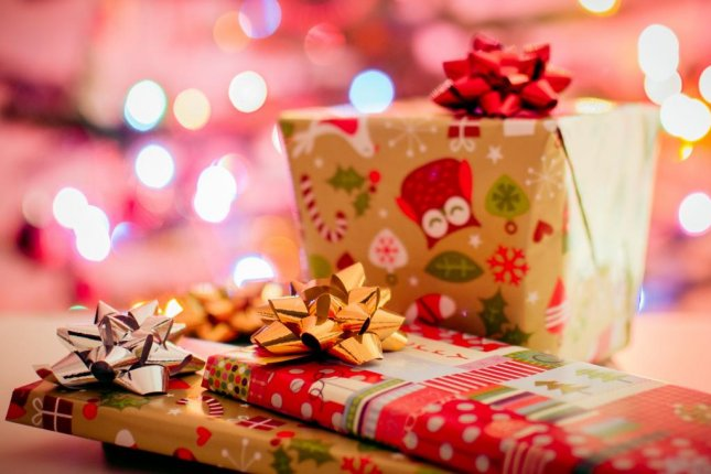 A business services website posted a job opening offering $1,000 to buy holiday gifts locally instead of from big corporations. Photo by StockSnap/Pixabay.com