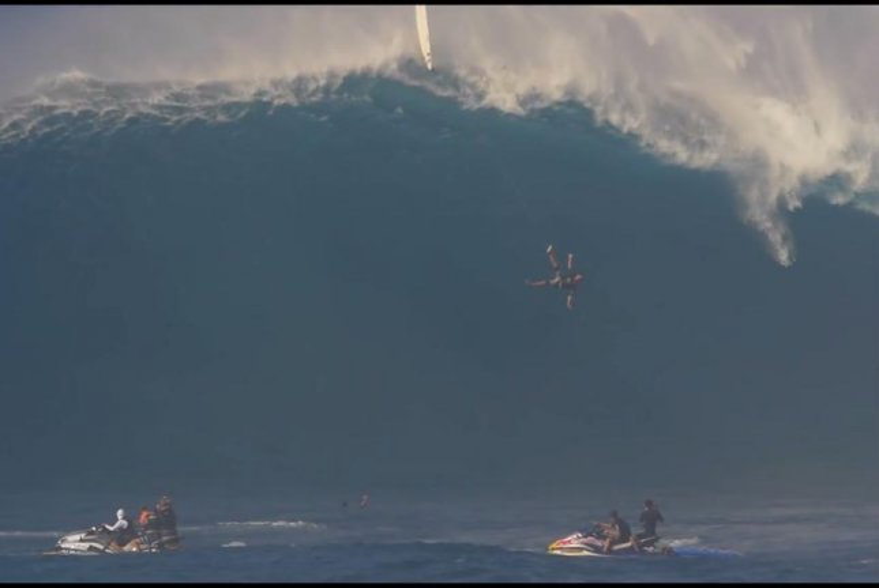 Watch Tom Dosland Falls From Giant Wave Off Maui Upi Com