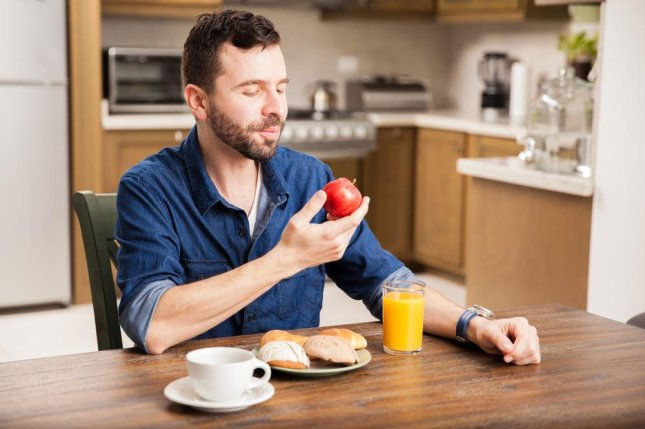 In a small study, researchers found people who ate breakfast in brighter light had higher insulin resistance and those who ate dinner in brighter light had higher peak glucose levels. Photo by antoniodiaz/Shutterstock