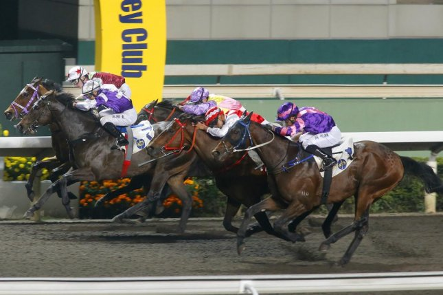 Eroico wins Wednesday's feature at Sha Tin in Hong Kong but closely defeated Dundonnell (No. 1) and Fabulous One (No. 2, on rail) are headed for Dubai. (HKJC photo)