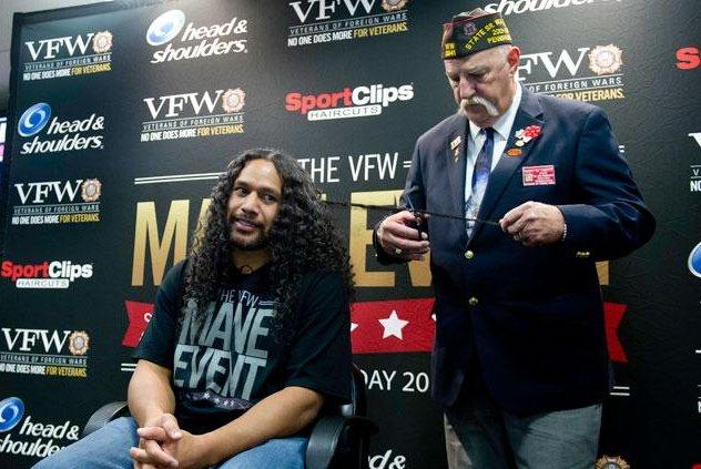 Troy Polamalu cuts a few locks of his legendary hair for veterans [PHOTO]