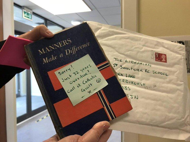Il libro della biblioteca in ritardo è tornato al liceo dopo 32 anni