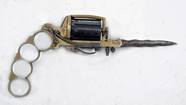 Brass knuckles with knife and gun