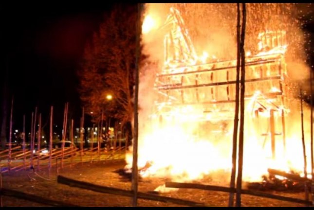 The traditional Christmas goat in Galve, Sweden met its end at the hands of an arsonist. Expressen TV/YouTube video screenshot
