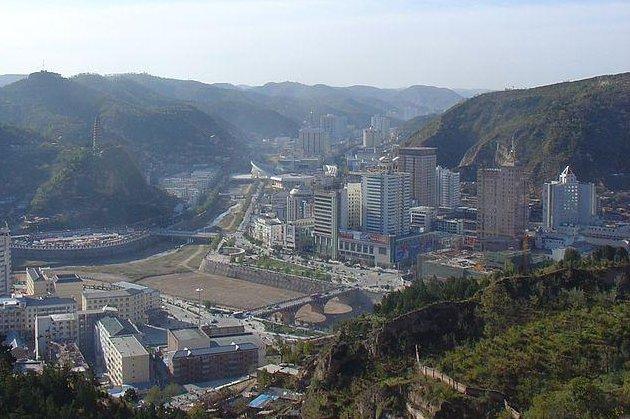 Yan'an, China, and surrounding mountains (CC/ International Business Times).
