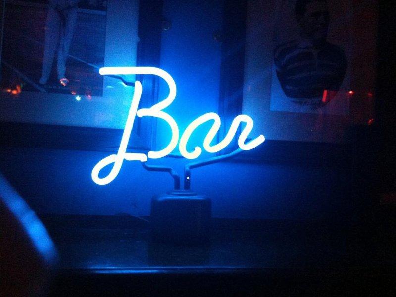 A neon bar sign. (CC/Peter Sigrist)